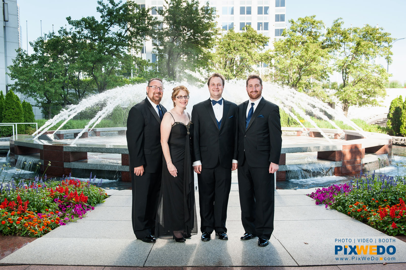 Wedding picture of Family at the Mid-America Club courtyard Chicago